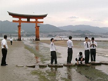 http://www.sundaigakuen.ac.jp/senior_pt/upload_images/pt_trip.jpg